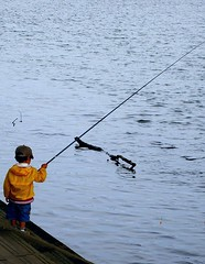 fishing(1.0), sea(1.0), recreation(1.0), casting fishing(1.0), outdoor recreation(1.0), recreational fishing(1.0), fisherman(1.0), angling(1.0),