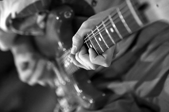 04 Kevin Guitar-45 2