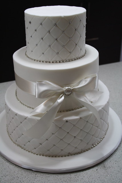 Bows Bling wedding cake Loved doing this wedding cake it 39s my first