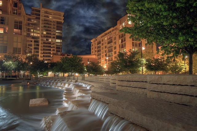 Jamison square fountain 2 pearl district portland for Garden fountains portland oregon