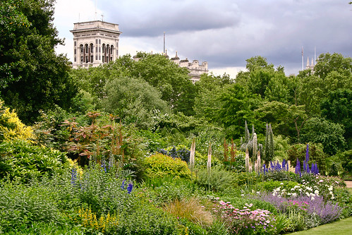 Buckingham Palace Gardens by Sebastian Bjurbom