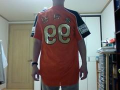 outerwear(0.0), sports uniform(1.0), clothing(1.0), sleeve(1.0), jersey(1.0), sportswear(1.0), t-shirt(1.0),