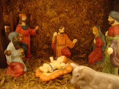 christmas decoration(0.0), decor(1.0), manger(1.0), christmas(1.0), nativity scene(1.0),