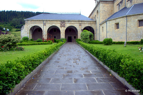 Santuario de Nuestra Señora de la Encina, Arceniega, Álava by Rufino Lasaosa