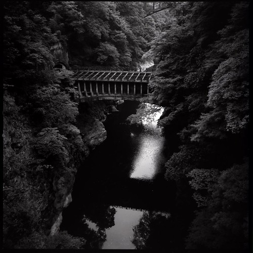 water bridge over the katsura-gawa (HASSELBLAD 500C/M)