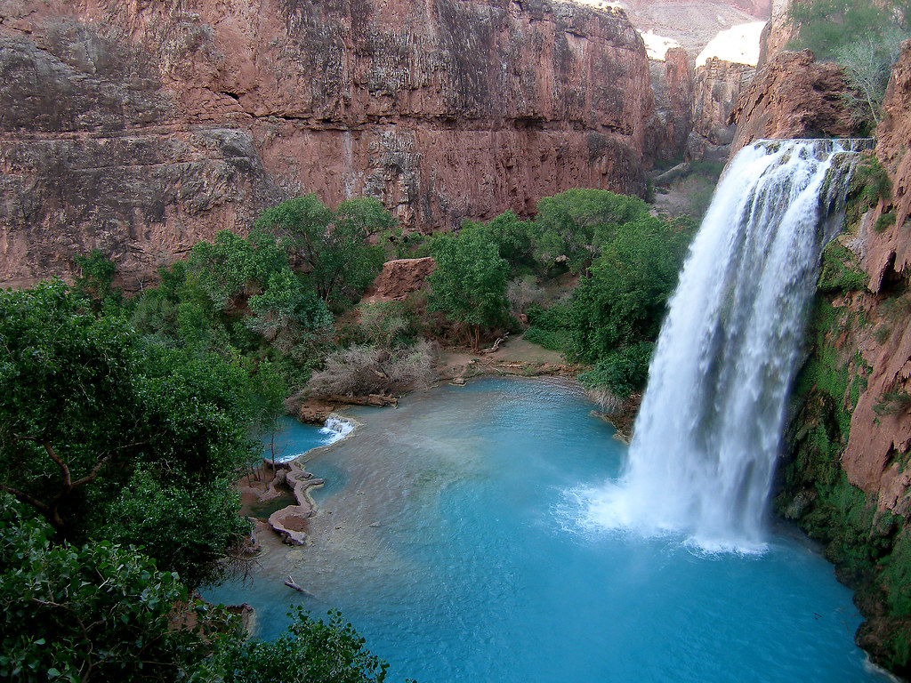 The 100 ft waterfall inside the grand canyon twistedsifter for Bombas agua para cascadas