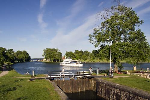 ferry boat canal gate sweden locks sverige götakanal östergötland canonefs1785mmf456isusm bergsslussar canoneos7d
