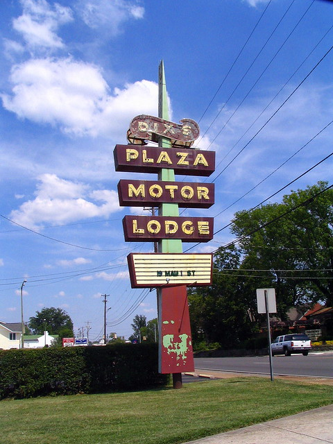 Dix's Plaza Motor Lodge