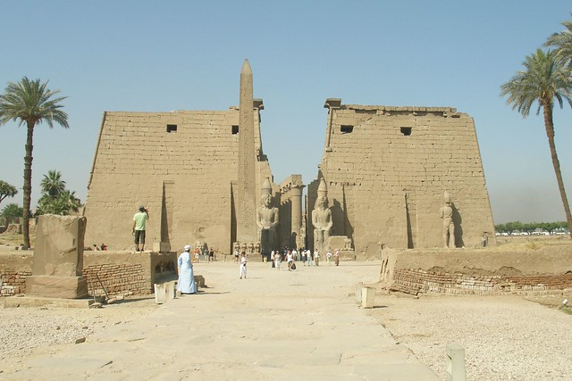 Entrance of Luxor Temple (2007-05-339)