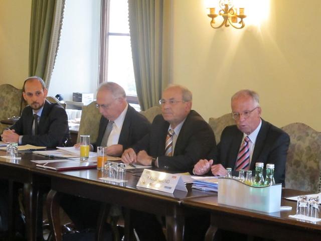 von links: Lacher (SWP), Prof. Hanfer, BM a.D. Farnleitner, BM a.D. Fasslabend