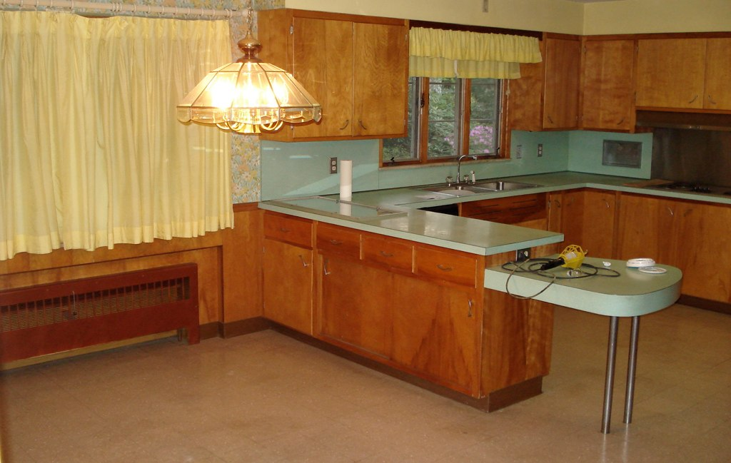 Restoring updating a vintage 1950s kitchen kitchen for Restoring old kitchen cabinets