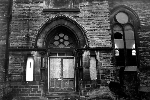 Old Carlton School entrance, Bradford. 1983