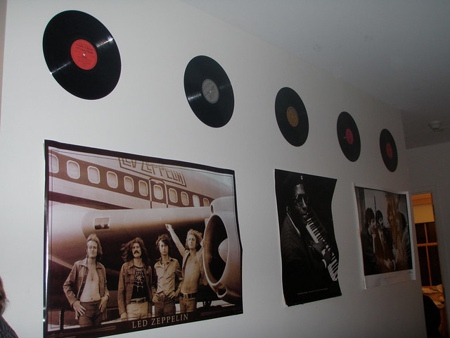 Old vinyl records make excellent decorations flickr for Record decoration ideas