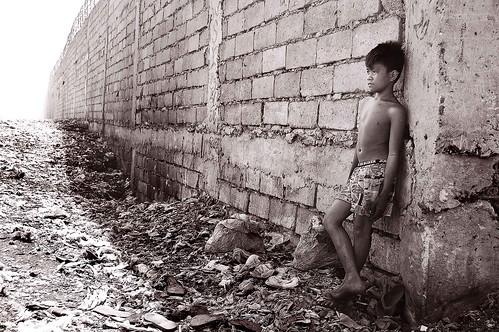 poverty boy monochrome wall trash fence blackwhite kid garbage child debris philippines poor dump health pollution northside waste indios society mateo pinoy landfill sanitation malabon cruel dumpsite catmon thehousekeeper flickristasindios georgemateo malabondumpsite