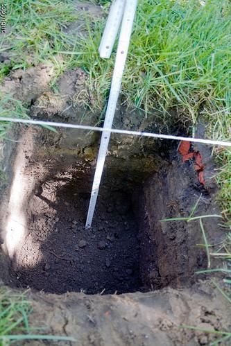 Ausgraben der Fundamente für die Holzterrasse