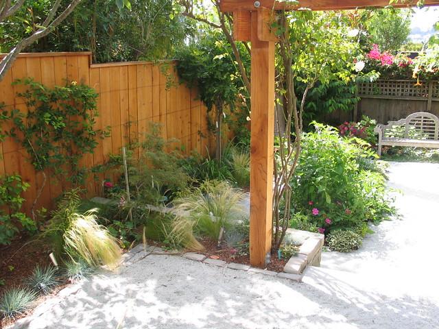 De posed granite patio