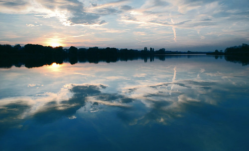 blue sunset reflection clouds river mirror nikon d3000