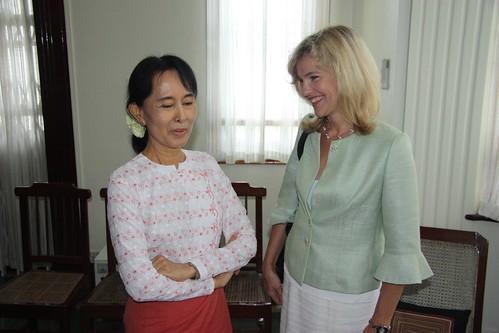 Aung San Suu Kyi og ambassadør Katja Norgaard