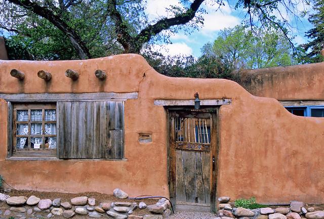 Adobe a gallery on flickr for Santa fe adobe homes
