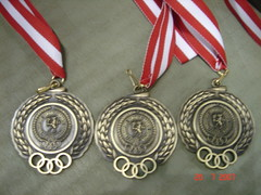 locket(0.0), jewellery(0.0), silver(0.0), earrings(0.0), pendant(0.0), award(1.0), medal(1.0),