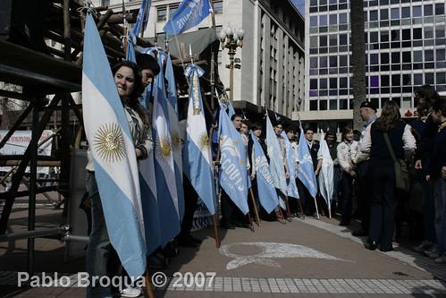 argentina buenosaires flag scout bandera plazademayo sunriseceremony ciudaddebuenosaires 100años gentepeople 100aniversario pablobroqua scoutsdeargentina