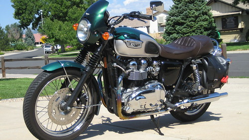 2001 Triumph Bonneville (Port)
