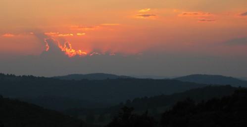 sunset sun mist mountain sol virginia cow haze dusk hill blueridgeparkway blueridge rockyknob theparadigmshifter