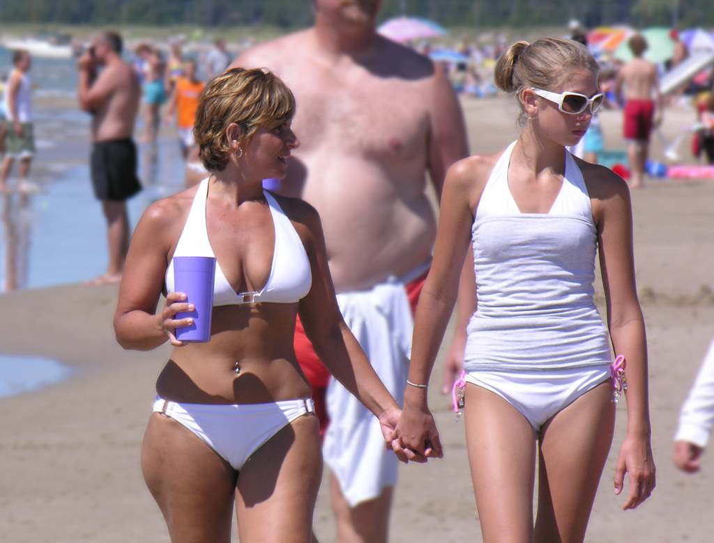 mother daught nude beach candid - sexy lacting porn picture