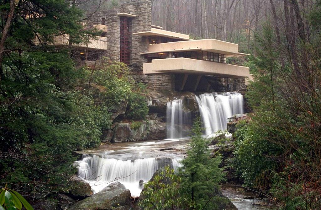 größter Rabatt heiß-verkaufende Mode klar in Sicht Exploring Frank Lloyd Wright's Famous Fallingwater House