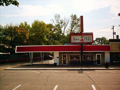 The old Cock Robin Ice Cream Shop. Brookfield Illinois. October 2007. (Closed.) by Eddie from Chicago