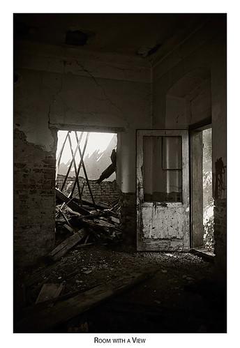 door house suspended