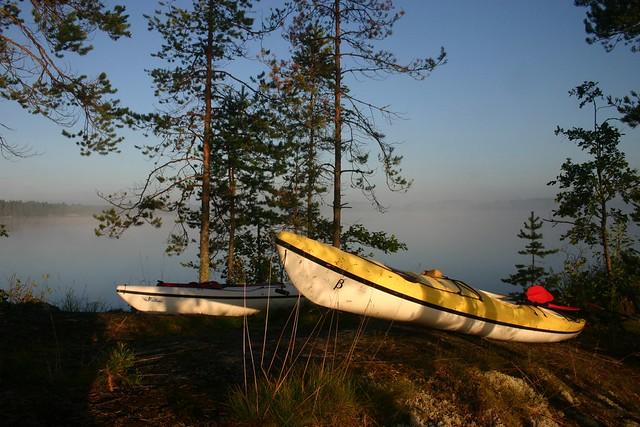 Unas canoas junto a Kolovesi.