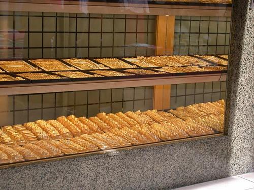 Arany üzlet vagy sütis bolt?