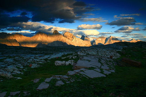 sunset canada mountains evening bc sundown ridge rockymountains peaks range hotr alpenglow limestonevalley