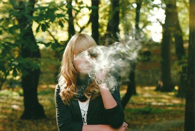 szkodliwe dla biustu - palenie papierosów