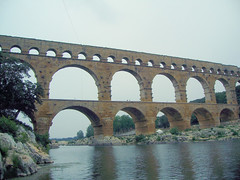 girder bridge(0.0), devil's bridge(1.0), arch(1.0), aqueduct(1.0), river(1.0), arch bridge(1.0), viaduct(1.0), bridge(1.0),