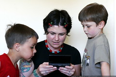rachel shows the boys how to 0wn a video game    MG …