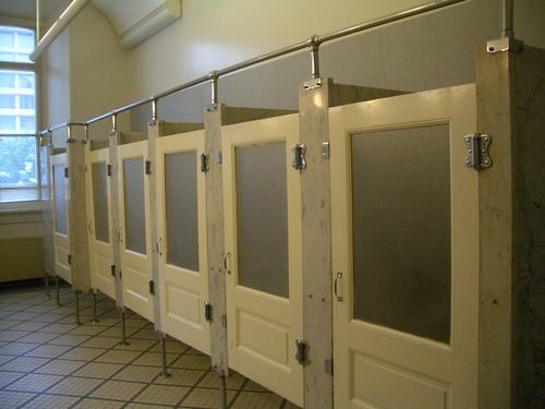 Puertas De Bau00f1o Medidas:Aire: Las puertas de los bau00f1os pu00fablicos ...