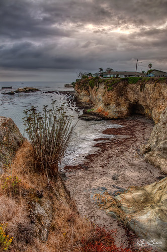 ocean california flowers houses beach clouds strand sand nikon rocks moody dramatic cliffs pacificocean shore bluffs centralcoast pismobeach hdr shellbeach d90 bjornburton
