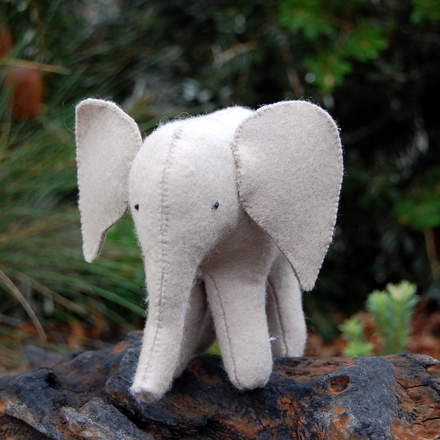Felt Elephant Pattern http://www.flickr.com/photos/bellgirl/4605185920/