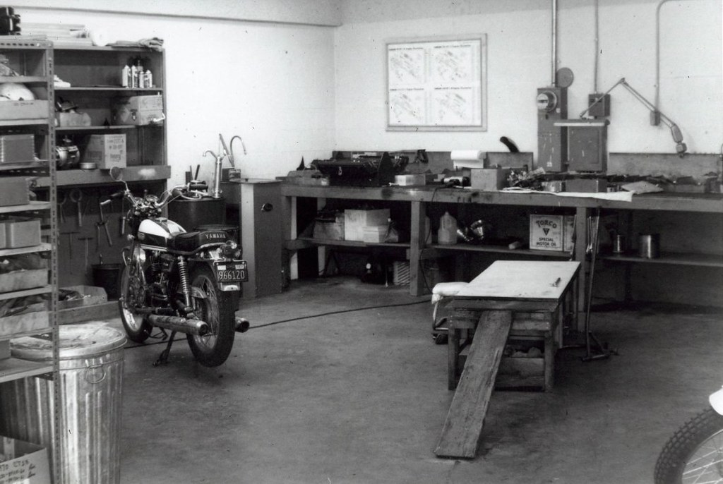 Super Yamaha Service Department At San Luis Obispo Ca 1971 Flickr Andrewgaddart Wooden Chair Designs For Living Room Andrewgaddartcom