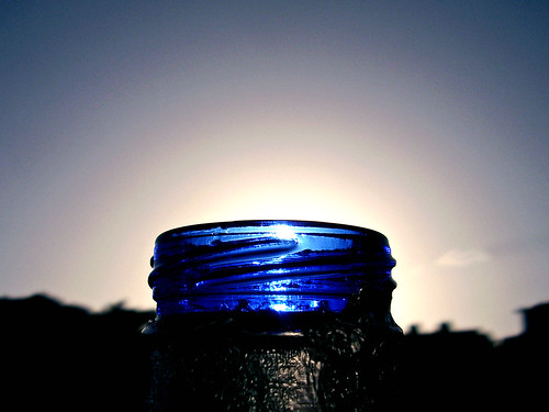 lighting blue light sky sun macro luz sol beer azul sunrise dawn bottle shadows venezuela cerveza silhouettes caracas amanecer cielo sombras siluetas solera capturers