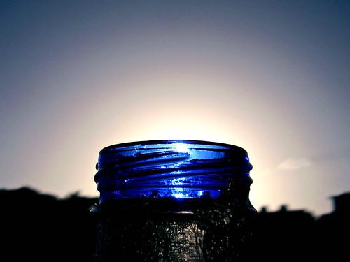 lighting blue light sky sun macro luz sol beer azul sunrise dawn bottle shadows venezuela cerveza silhouettes caracas amanecer cielo sombras siluetas solera capturers