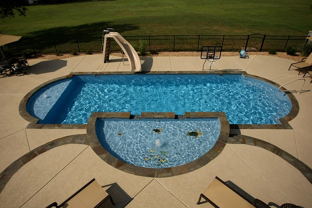 Swim world pools fiberglass pools tanning ledge for Pool design with tanning ledge