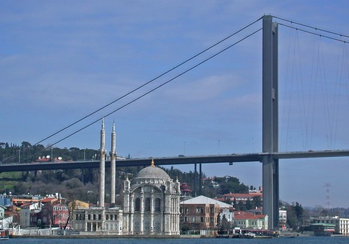 A szimbolikus Boszporusz-híd és az Ortaköy dzsámi