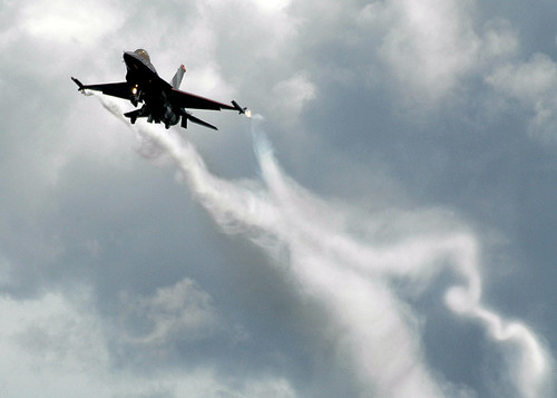F16 jet swirl