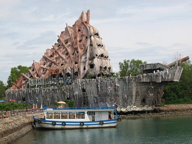 Tri Nguyen Aquarium Located on Tri Nguyen Island, Nha Tran ...