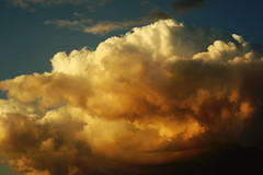 cumulus(1.0), cloud(1.0), red sky at morning(1.0), sunlight(1.0), daytime(1.0), sky(1.0), dusk(1.0), sunset(1.0), afterglow(1.0),