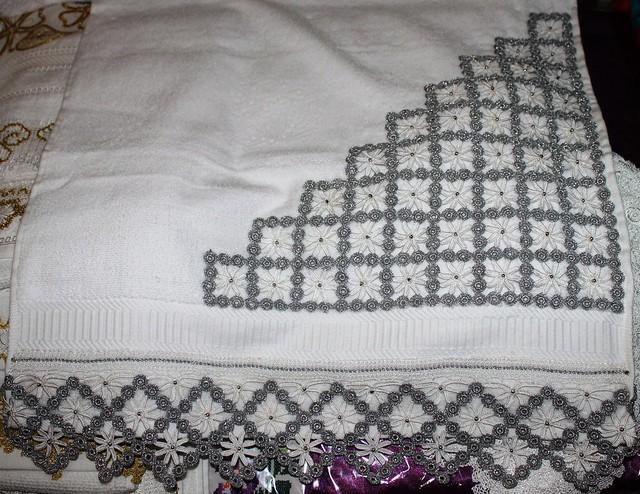 köşeli dantel havlu kenarı