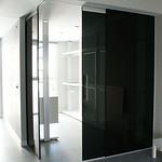 Puerta corredera con vidrio Dark Grey
